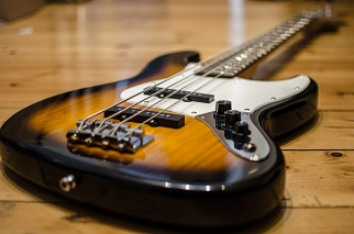 E-Bass © CC0 Public Domain